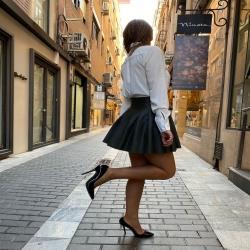 Un look colegial para un miércoles que promete ser genial !!   Blusa Eva con falda Polipiel verde   Www.NinetaMurcia.Com