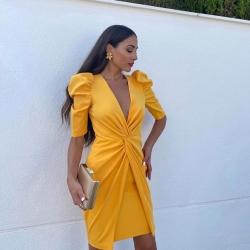 Por fiiiinnn !! Se ha resistido pero ya viene en camino nuestra COLECCIÓN EVENTOS con vestidos tan bonitos y juveniles como este que luce tan bien @tania.ayuso y @evaevuxxy   Un vestido elegante a la vez que sexy para esas mujeres que se quieren mucho 🧡  Disponible ya online y el lunes en tienda 🙌🏻👏🏻👏🏻👏🏻  Www.NinetaMurcia.Com  Vestido Sevilla   #modasevillana #modaespañola #bloggerstyle #lasmasguapasmisclientas #invitadaperfecta #eventos #bodas #comuniones #asesoriadeimagen #ninetamurcia