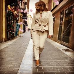 La moda se siente o no siente ❤️  Preparadas para girar cuellos ?   Preciosa colección que define a una mujer joven ( ojo, la juventud no solo es un número es más allá 🤪) decidida , segura de si misma , que cuida su imagen , que gusta y se gusta por encima de todo 🙌🏻  No lo dejes escapar ... un traje IMPRESIONANTE 🥰  Nueva Colección WWW.NINETAMURCIA.COM  #itgirl #lamodapositiva #ninetamurcia #asesoriadeimagen #laurasesora #sientetebella #estilo #streetstyle